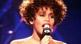 Whitney Houston - Fotocredits: PH2 Mark Kettenhofen (Bron: Wikimedia Commons)