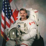 Chris Hadfield - Fotocredits NASA - Wikimedia Commons (Publiek Domein)