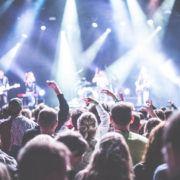 Zwangere Guy, concert, publiek - Foto: Pexels (Publiek Domein)