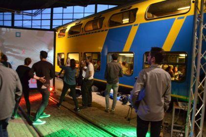 Tussen de treinen gebeurt van alles | SWITCH Festival 2017 | Fotocredits: Maurits Schuijf