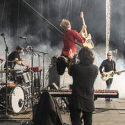 Spoon,_performing_live_2014 - Bron: Wikipedia - Foto: Jkorn91