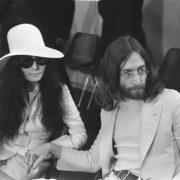 Yoko Ono en John Lennon (Imagine) - Foto Joost Evers (Wikimedia)