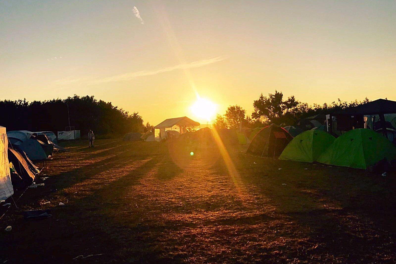 Zondsopgang Camping Noord @ Melt Felstival 2017 - Fotocredits Djuna Vaesen