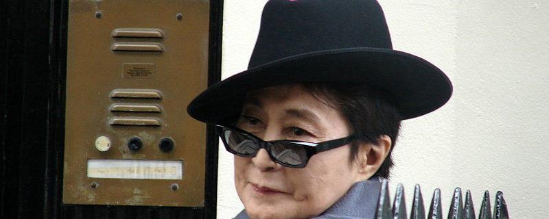 Yoko Ono - Foto Simon Hariyott (Wikimedia Commons)