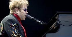 Elton John - Fotocredits Richard Mushet (Wikimedia Commons)