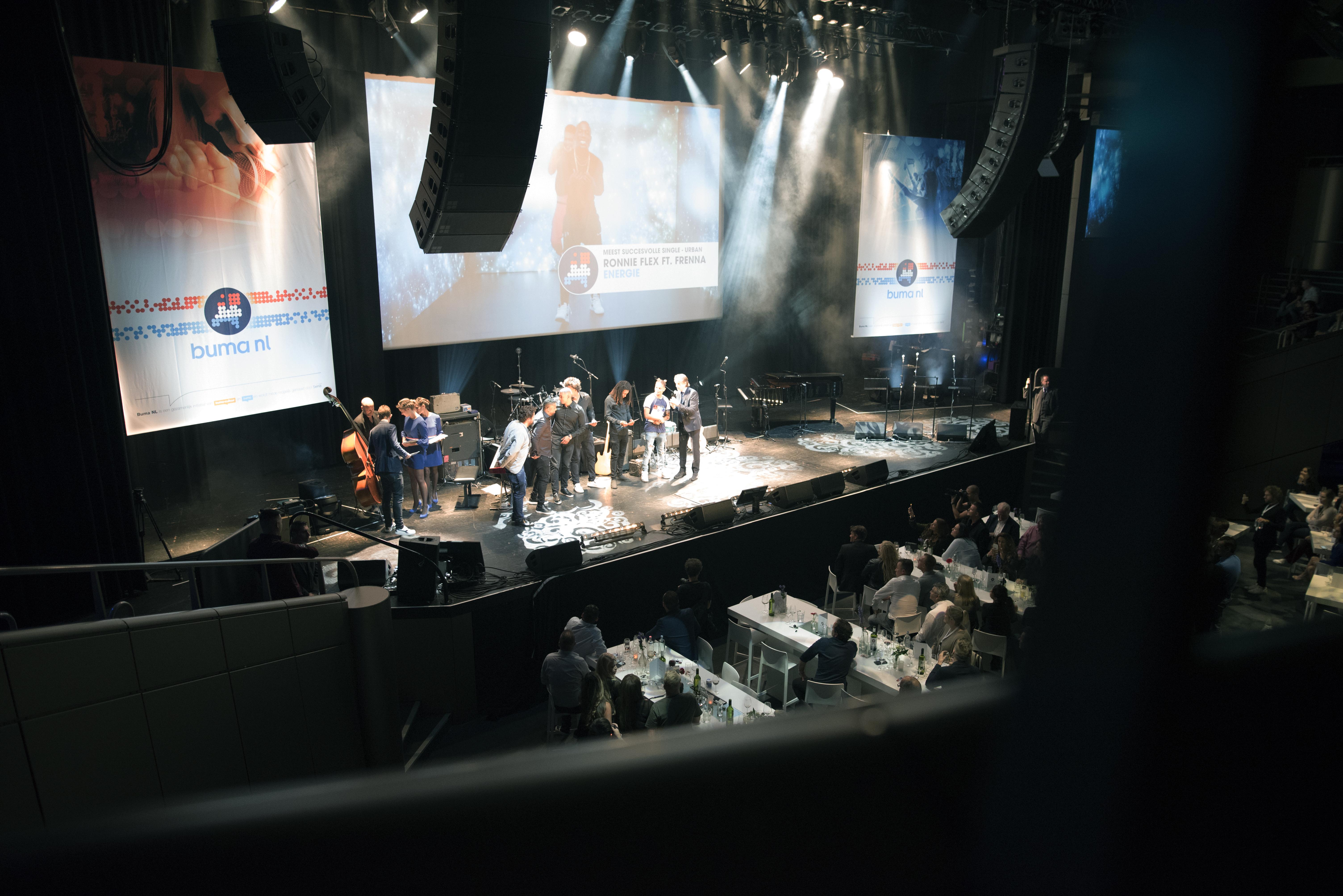 Ronnie Flex en Frenna tijdens Buma NL Awards 2017 - Fotocredits: Shali Blok (ArtiestenNieuws)