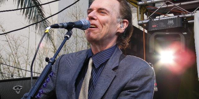 John Hiatt - Foto: Ron Baker (Wikimedia Commons, CC BY-SA 3.0)