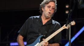 De legendarische Eric Clapton speelt live tijdens het Hard Rock Calling concert op 28 juni 2008 in Hyde Park, Londen. Author: Majvdl (Wikimedia Commons, CC BY-SA 3.0)