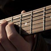 gitaar - credits: Pixabay (CC by 0.0), aanstootgevende bandnamen
