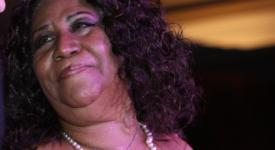 Aretha Franklin (cropped) - Foto Joe Ortuzar (Flickr, CC BY2.0)