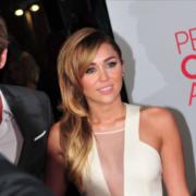 Dit zijn de 10 livestreamconcerten om terug te kijken, Liam Hemsworth and Miley Cyrus - Credits: jjduncan_80 -Bron: Wikimedia Commons (CC BY 2.0)