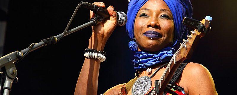 Fatoumata Diawara - Credits: Schrole - Bron: Wikimedia Commons (CC BY-SA 4.0)