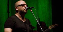 Pixies naar Melkweg Amsterdam, Frank Black (Pixies) - Fotograaf: Rosario López (Alterna2) - Wikimedia Commons (CC BY 2.0)